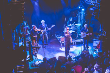 The Oysterband live on stage in Hamburg, photo: Kerstin Maier